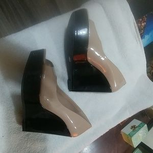 Patent leather tan and black wedges